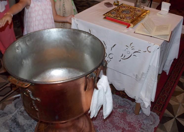 e9ece604dace Απαγορεύεται να βαπτίζουν παιδιά όσοι έχουν τελέσει πολιτικό γάμο ...